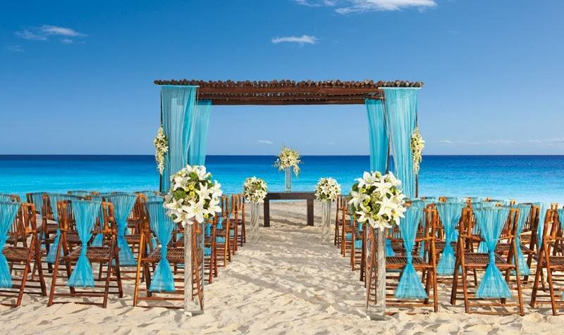 Is it Really Possible to Save Money with a Beach Destination Wedding?