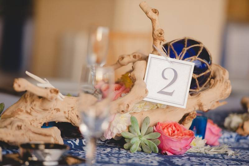 5 Charming Ways to Use Driftwood in Your Beach Wedding