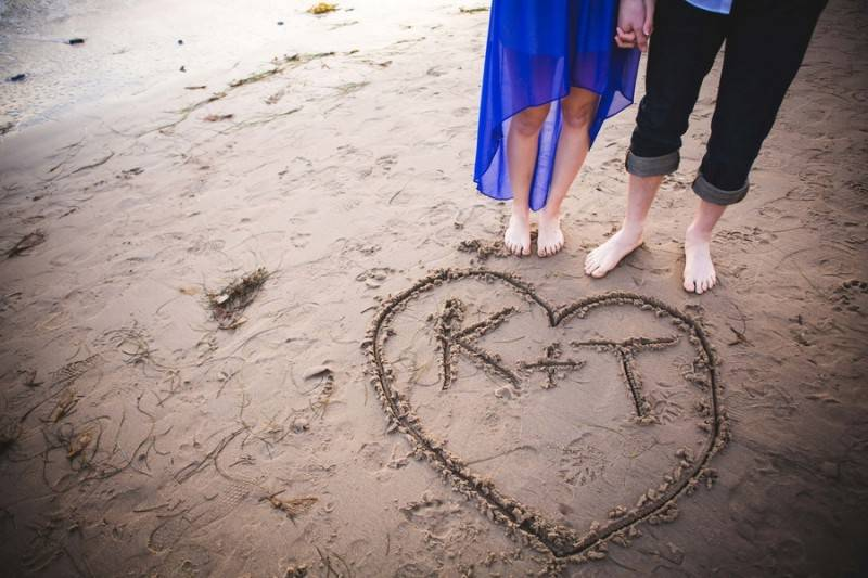 Andrews_Smith_Shed_Light_Photography_TKEngagedBeach130_low