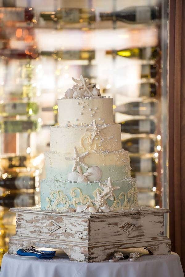 Gorgeous Beach Themed Wedding Cakes
