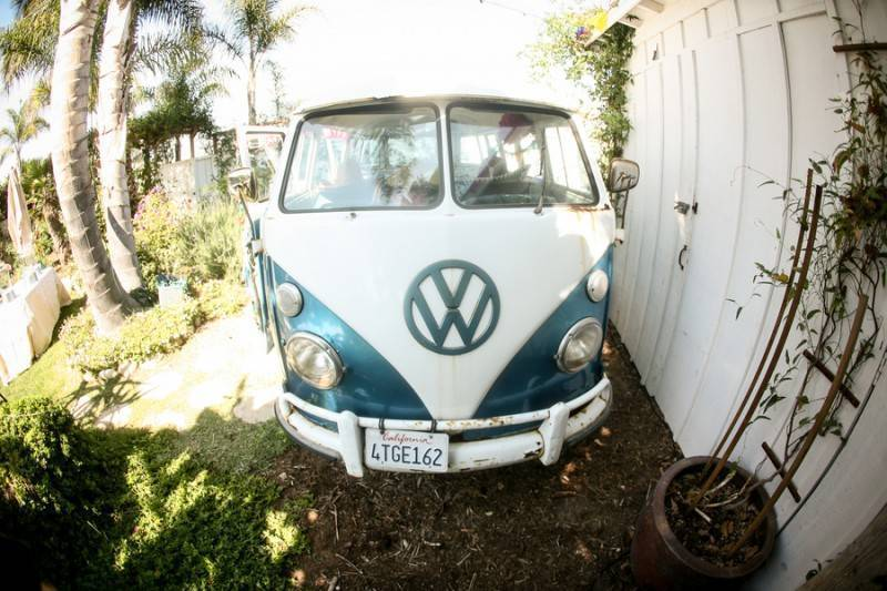 Thomas_Louda_Jim__Kelly_beachweddingvwbusvintageretro08_low
