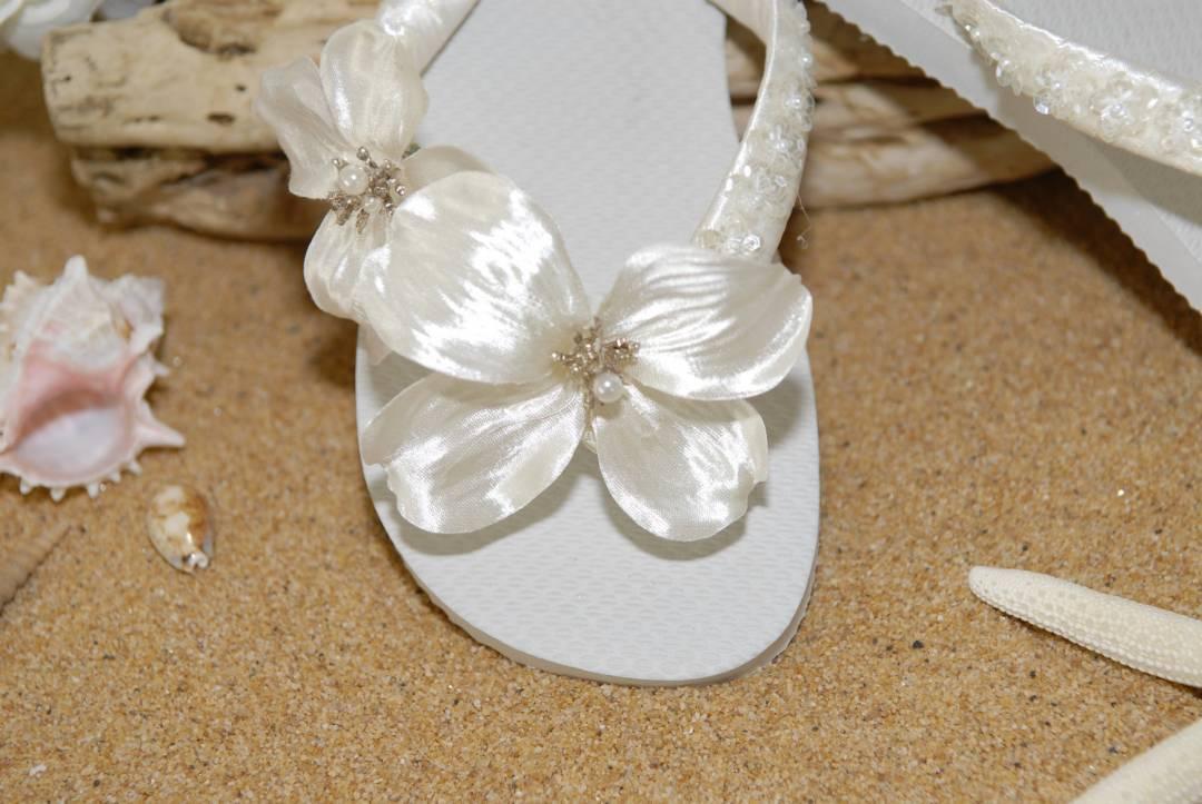 5 Accessories Every Beach Bride Needs