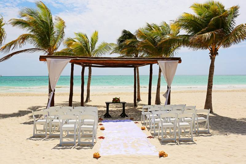 Stunning and Vibrant Beach Wedding in Mexico