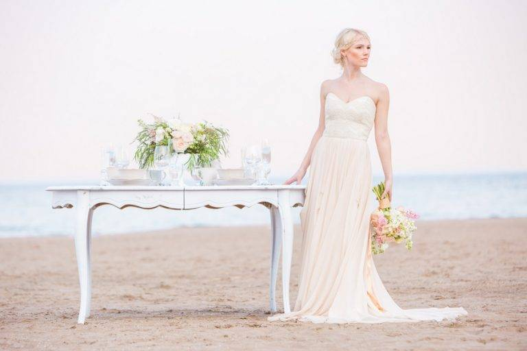 Romantic Beach Styled Shoot – The Scarborough Bluffs