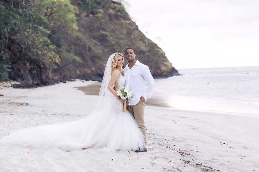 Chic Beach Wedding in Costa Rica