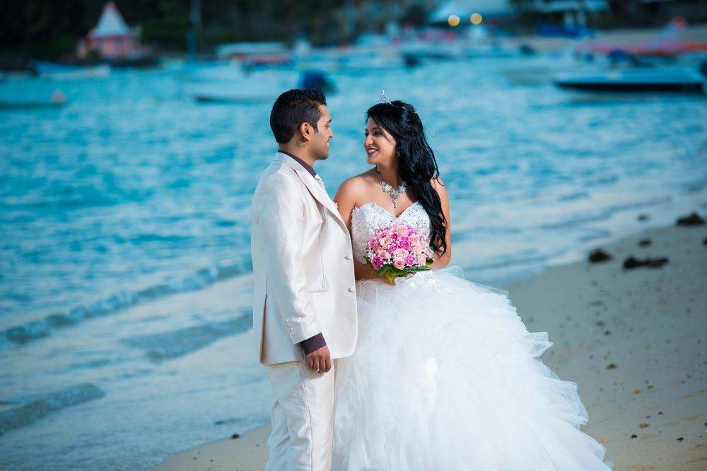 5 Reasons To Buy (Not Rent!) Your Wedding Gown