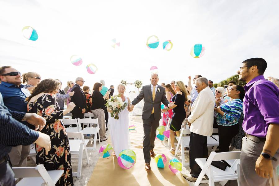 Minimalistic Wedding by the Oceans Edge