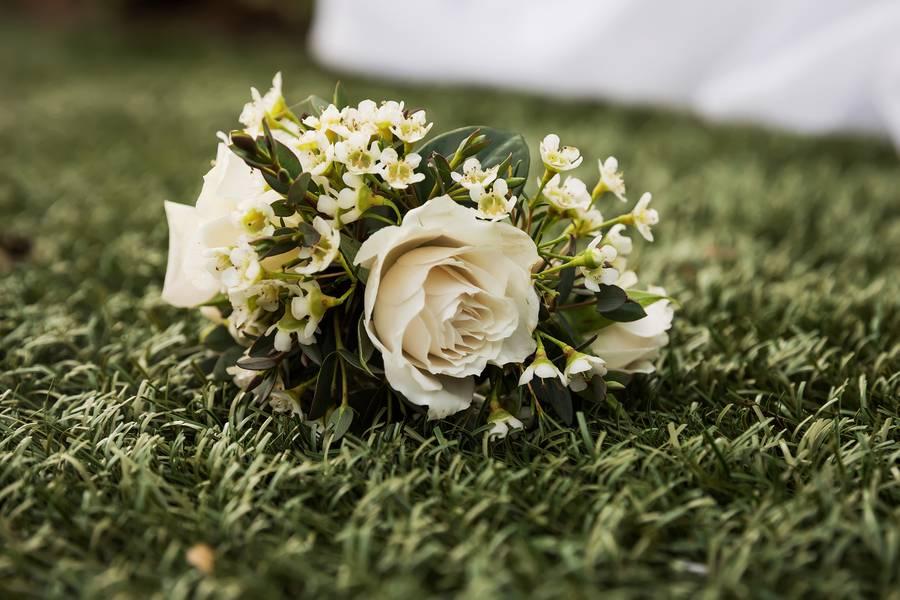 Minimalistic Wedding by the Oceans Edge