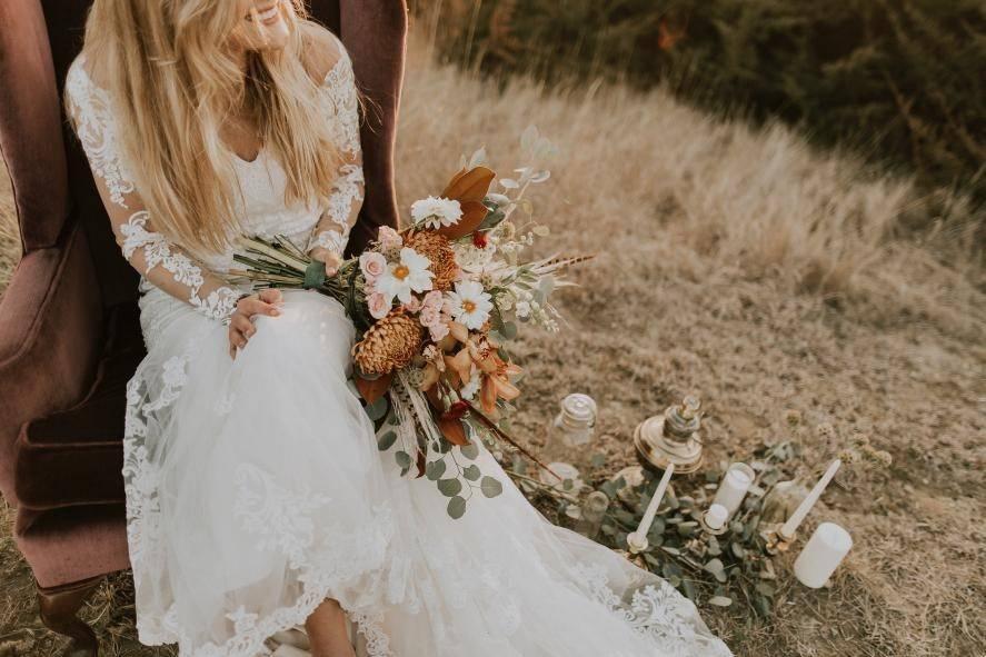 5 Breathtaking Beach Wedding Looks