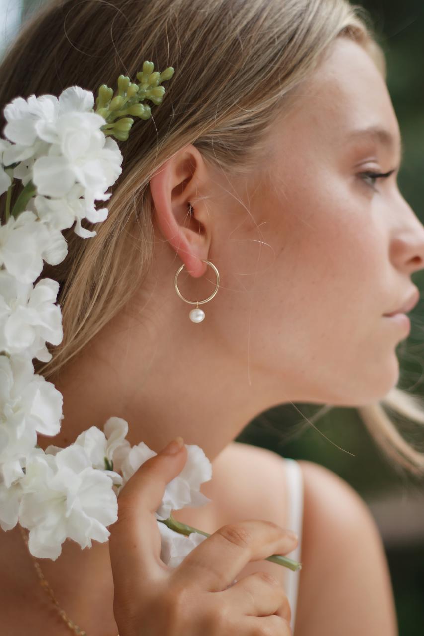 Beautiful, Light Accessories for a Beach Bride